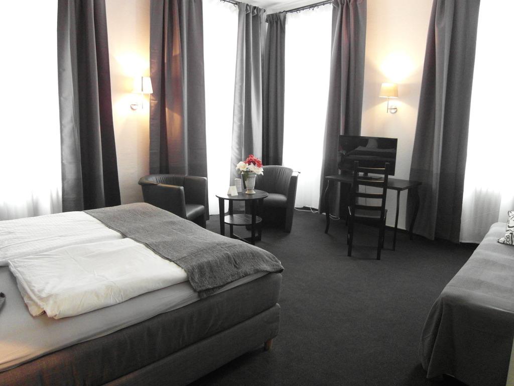 zimmer hotel frankfurter hof. Black Bedroom Furniture Sets. Home Design Ideas